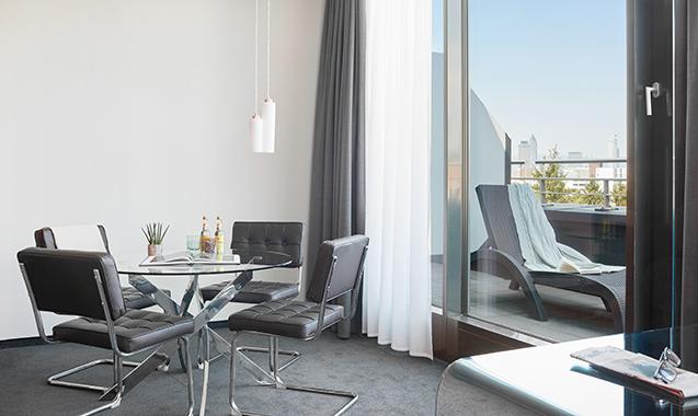 Living-Hotel-Frankfurt-Doppel-Business-Balkon
